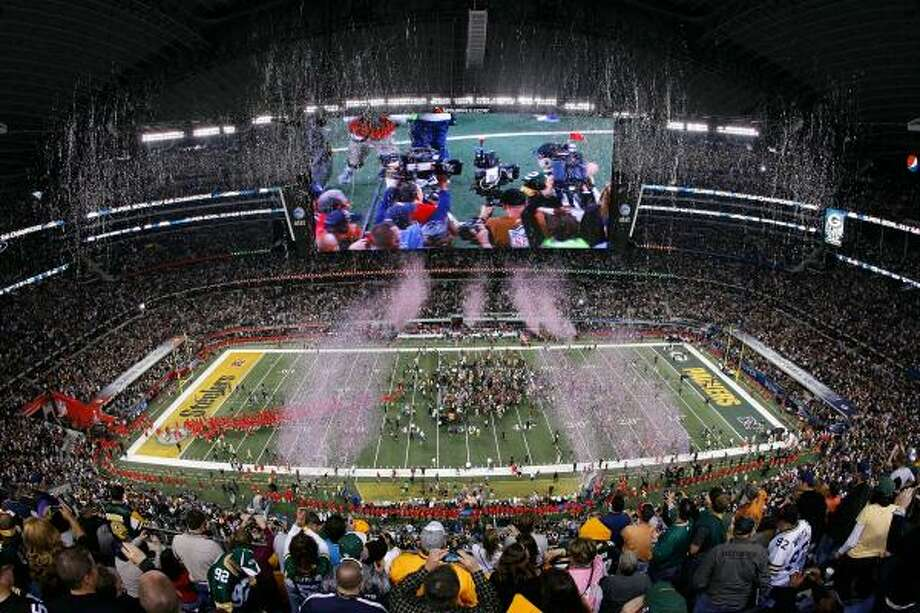 The Packers' narrow win over the Steelers at Cowboys Stadium received a 44.6 rating in the Houston market. Photo: Tom Pennington, Getty Images