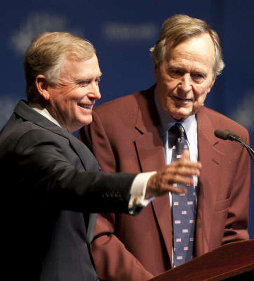 Former President George H.W. Bush introduces Dan Quayle at Thursday's commemoration of the war that drove Iraqi dictator Saddam Hussein from Kuwait. Photo: Nick De La Torre, Chronicle