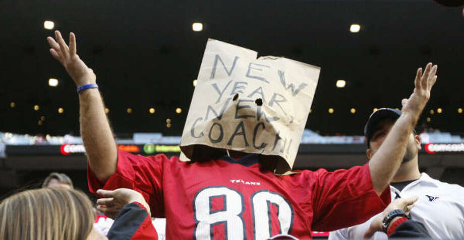 One fan with a bag over his head makes known his feelings about what should happen in the offseason. Photo: Karen Warren, Chronicle