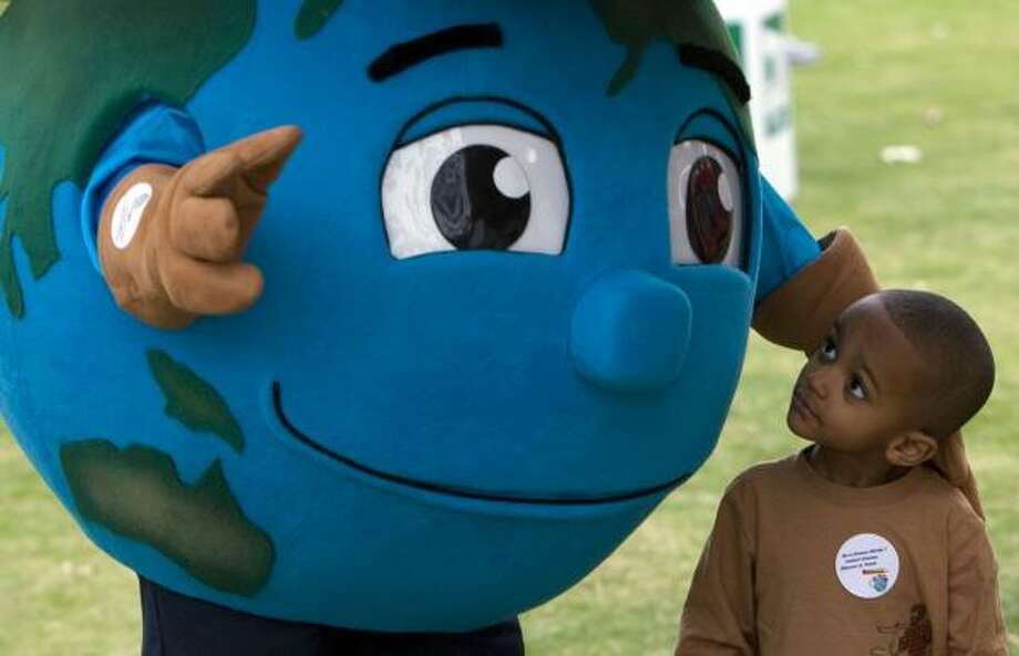 Entertainment, environmental education and food are on tap for Earth Day Houston on Saturday at Discovery Green. Photo: Johnny Hanson, Houston Chronicle File