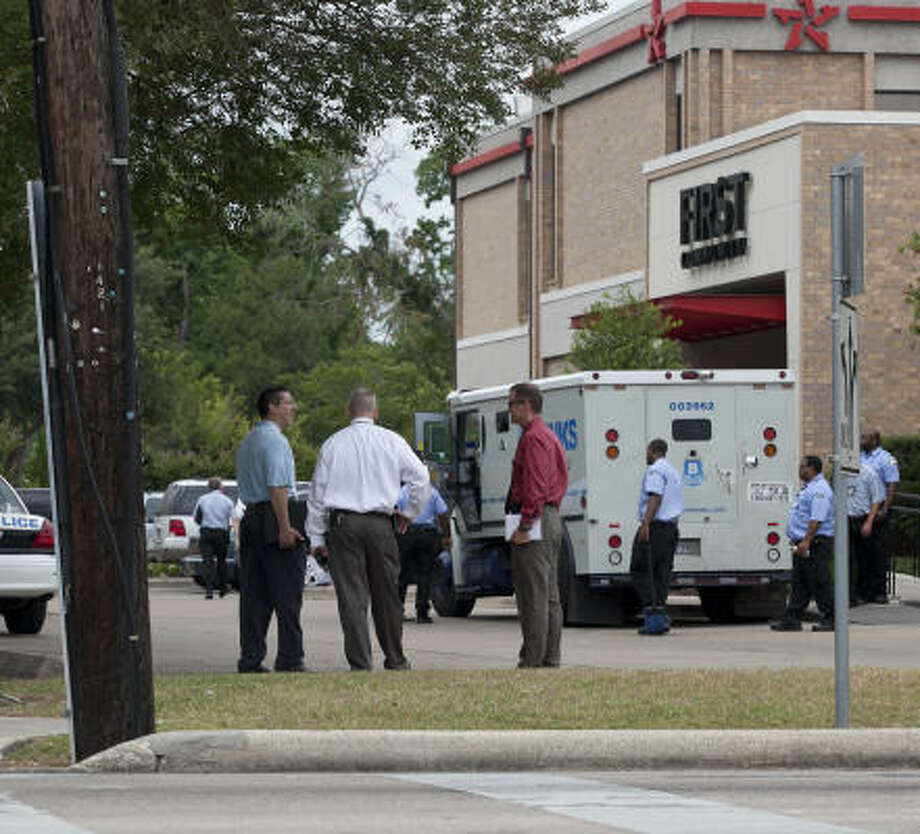 The robbery was reported at about 9:30 a.m. on Thursday. Photo: Nathan Lindstrom, For The Chronicle