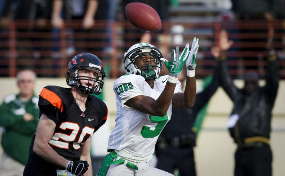 Brenham receiver Derek Edwards provides the Red Raiders with playmaking-abilities on offense. Photo: Smiley N. Pool, Chronicle