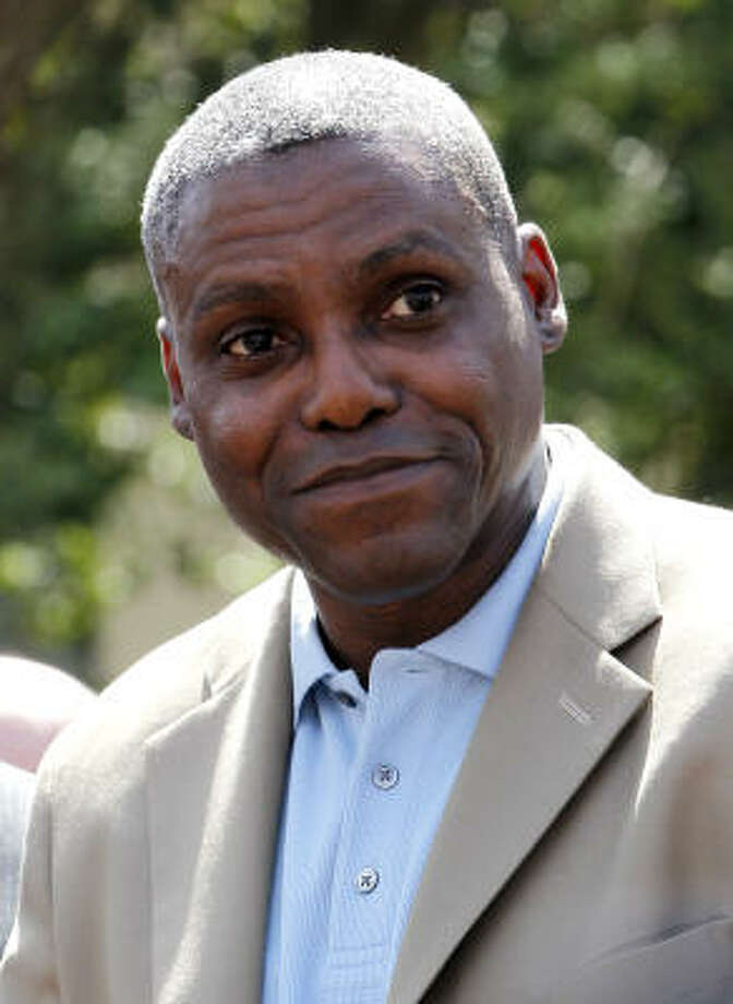 New Jersey's top election official has ruled that Carl Lewis fails to meet the four-year state residency requirement to run for elected office. Photo: Julio Cortez, AP