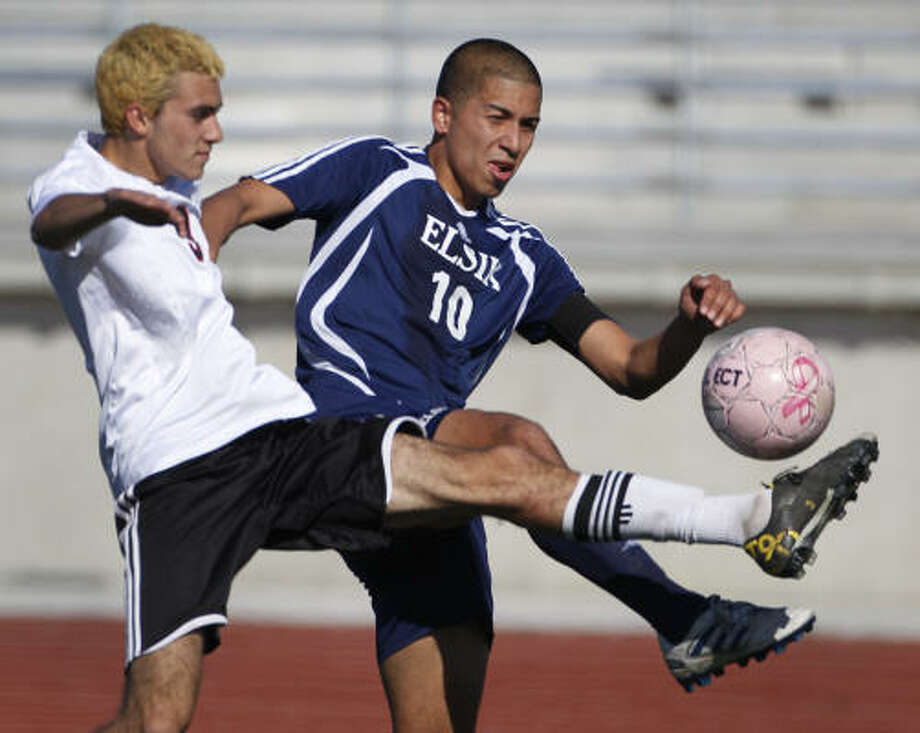 Elsik's Andres Viera fights for the ball during the win over Langham Creek. Photo: Melissa Phillip, Chronicle