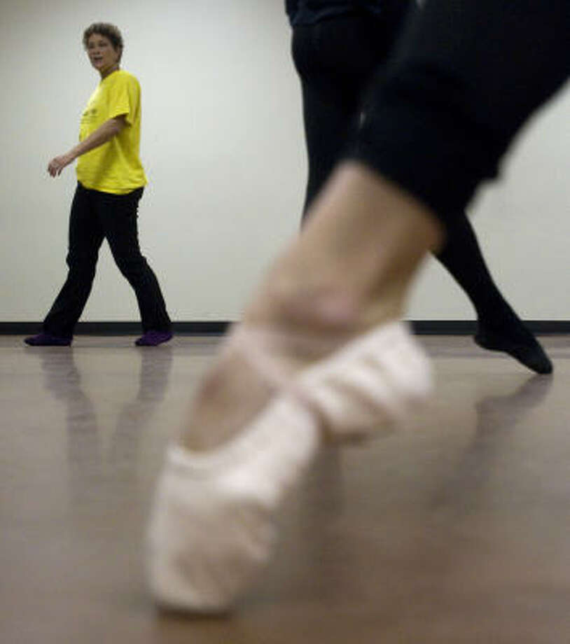 Sandra Organ-Solis circles the floor as her students practice at the Talento Bilingue de Houston for an upcoming Black History Month performance. The show, Luck of the Draw, opens Friday at Barnevelder Movement/Arts Complex, 2201 Preston. Photo: Johnny Hanson, Houston Chronicle