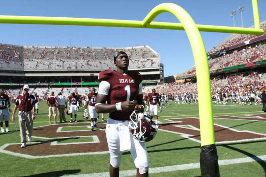 Texas A&M quarterback Jerrod Johnson threw for 3,579 yards and 30 touchdowns as a junior before having shoulder trouble. Photo: Julio Cortez, Chronicle
