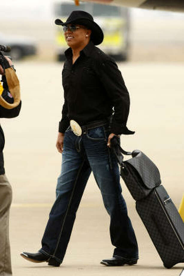 Wide receiver Hines Ward dresses the part for a Super Bowl in Texas as the Steelers arrive Monday. Photo: Tom Fox, AP