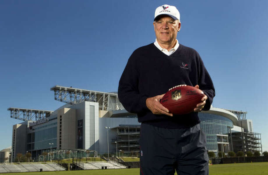 Texans offensive tackle Eric Winston believes owner Bob McNair could lend a moderate voice to the labor negotiations. Photo: Brett Coomer, Chronicle