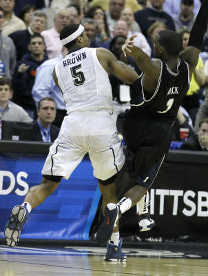 Shelvin Mack's foul in the final seconds on Saturday nearly cost Butler a return trip to the Sweet 16. Pittsburgh, however, returned the favor with a foul less than a second later that sent Butler's Matt Howard to the foul line for the game-winning point. Photo: Alex Brandon, AP