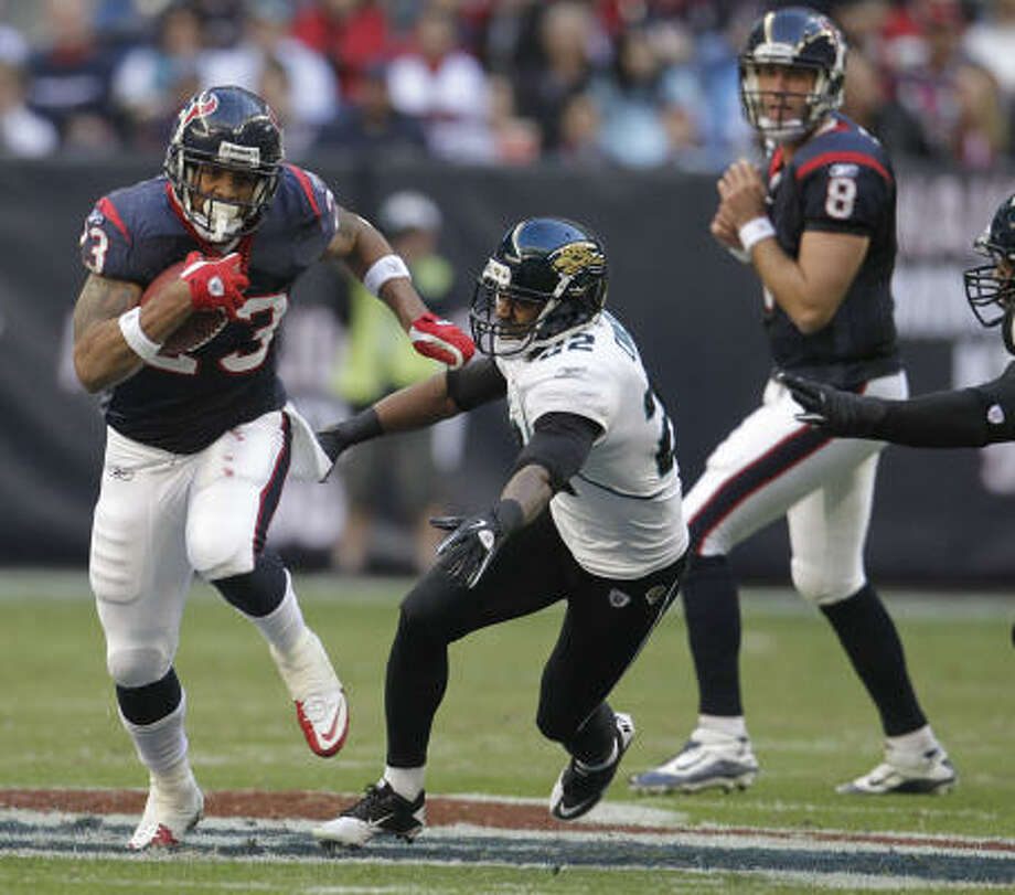 For the season, Texans games averaged a 20.8 rating and 40 share in Houston, up 19 percent from 17.5/36 last season. Photo: Karen Warren, Chronicle