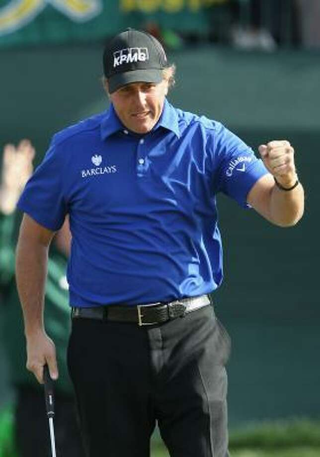 Former Arizona State star Phil Mickelson birdied six of the last 11 holes for a 6-under 65 on Saturday. Photo: Christian Petersen, Getty Images