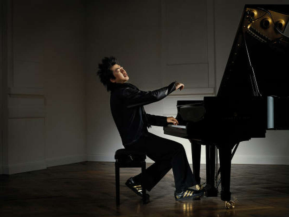 Chinese pianist Lang Lang says his father was extremely strict when he was a child.