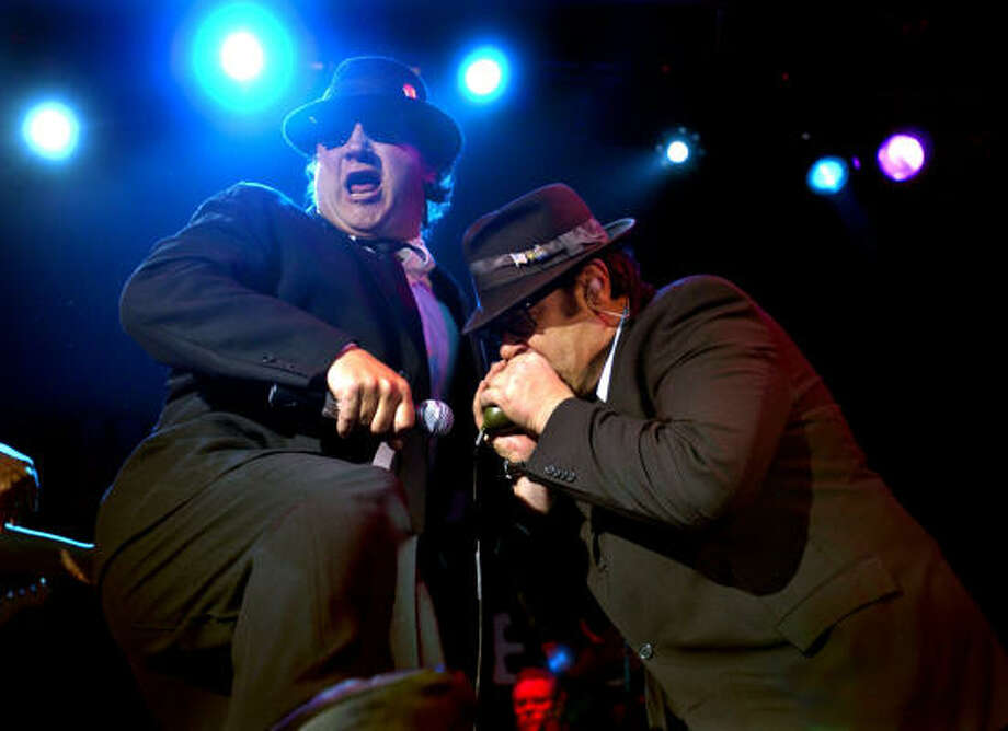 "Actors Jim Belushi, from left,  and Dan Aykroyd perform ""Sweet Home Chicago"" at the new House of Blues in Cleveland Sunday Nov. 28, 2004.  (AP Photo/The Plain Dealer, Chris Stephens) MANDATORY CREDIT.  HOUCHRON CAPTION (11/30/2004) SECNEWS:  BLUES BROTHERS: Actors Jim Belushi, left, and Dan Aykroyd perform Sweet Home Chicago at the new House of Blues in Cleveland. Photo: CHRIS STEPHENS, AP"