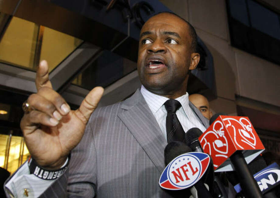 The NFL Players Association and DeMaurice Smith, executive director of the NFLPA, decertified the union Friday, paving the way for players to file antitrust suits against the league. Photo: Alex Brandon, AP