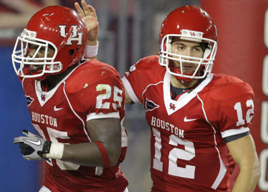 UH backup quarterbacks Cotton Turner (12) and David Piland should provide insurance for starter Case Keenum. Photo: Nick De La Torre, Chronicle
