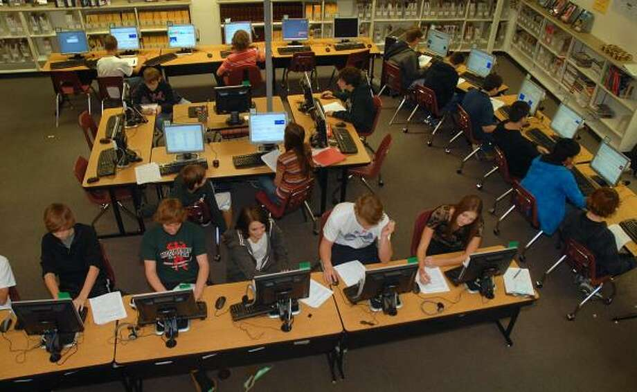 DAVID HOPPER: FOR THE CHRONICLE LEARNING IN THE LIBRARY: Students use the computers to work on a class project at the library in McCullough Junior High School. Students are able to use the computers on class projects, or just enjoy the reading room. Photo: David Hopper, For The Chronicle