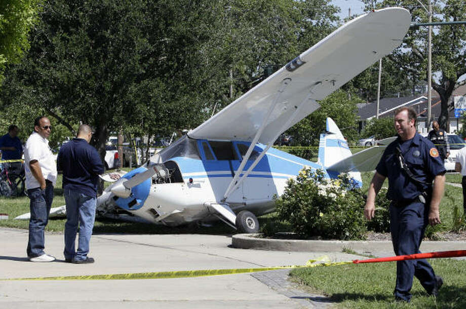 Officials stand near a plane that made an emergency landing on a New Orleans road median on Saturday. Photo: Patrick Semansky, AP