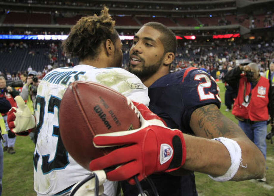 Texans running back Arian Foster (23) and Jacksonville's Rashad Jennings embrace after both had big days. Photo: Brett Coomer, Chronicle