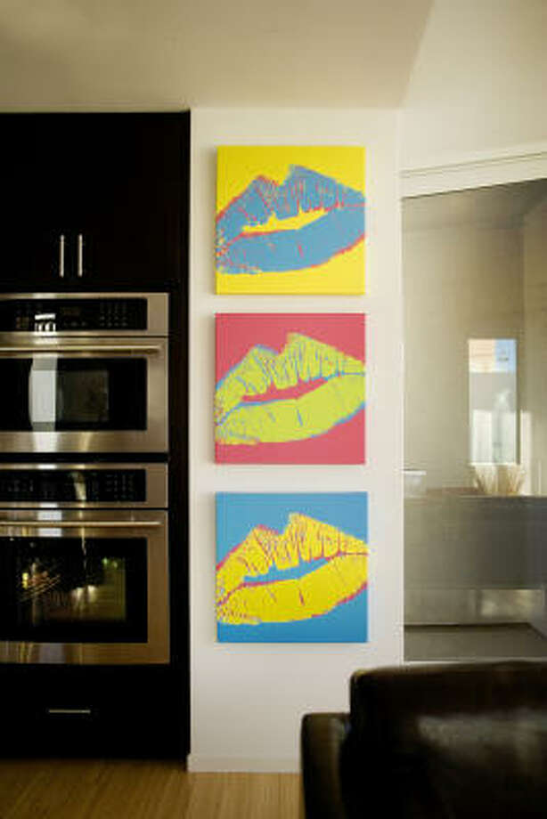 Seal it with a kiss with a Warhol touch with canvases from DNA11.com. Photo: DNA11.COM