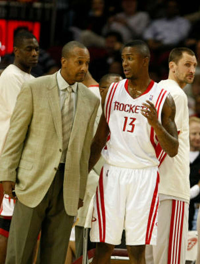 Rockets assistant coach Elston Turner, left, was expected to be a candidate for the Rockets head coaching position. Photo: Nick De La Torre, Chronicle