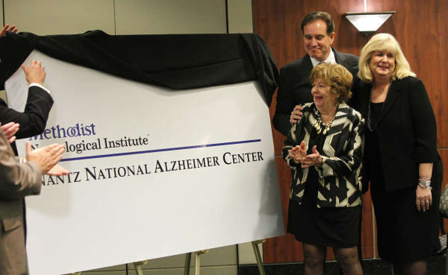 Jim Nantz unveils the logo of the Nantz National Alzheimer Center at Methodist Hospital. Photo: Melissa Phillip, Chronicle