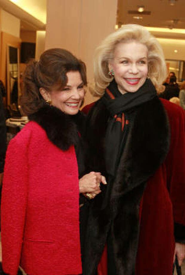 Linda McReynolds, left, and Lynn Wyatt Photo: Gary Fountain, For The Chronicle