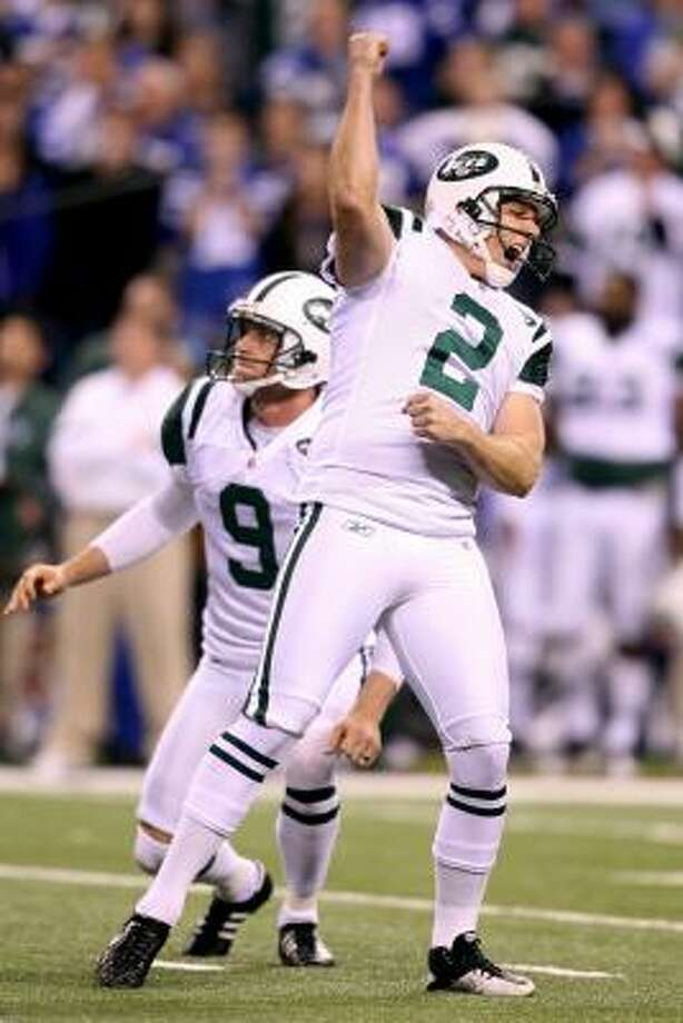 New York Jets kicker Nick Folk celebrates his 32-yard game-winning field goal on Saturday night. Photo: Andy Lyons, Getty Images