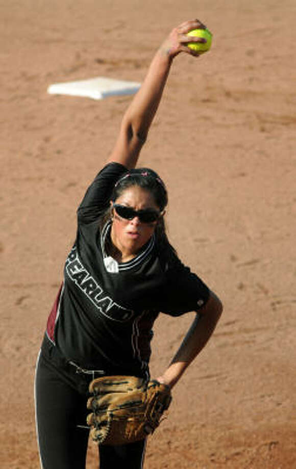 Pearland pitcher Jessica Bowden has stood in the circle with a shot at a state title twice already. Photo: Chronicle File Photo
