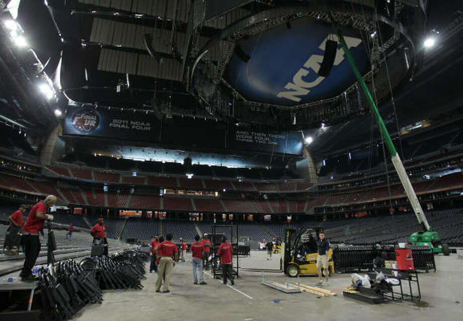 Workers transform Reliant Stadium after the NCAA Final Four. Photo: Karen Warren, Chronicle
