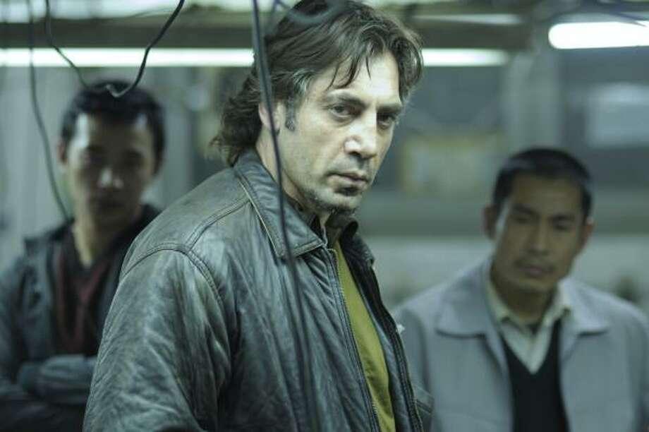 """En esta imagen distribuida por Roadside Attractions, aparece Javier Bardem en el papel de Uxbal en la cinta """"Biutiful"""". La película y el actor español recibieron nominaciones al Oscar. Photo: Jose Haro, AP"""