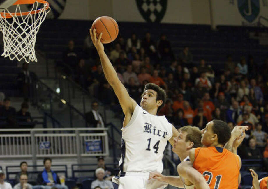 Arsalan Kazemi will receive the honor on April 1 at the Final Four in Houston. Photo: Bob Levey, For The Chronicle