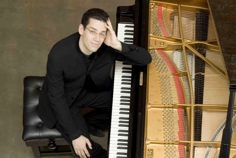 Pianist Jonathan Biss finally gets chance to wow Houston
