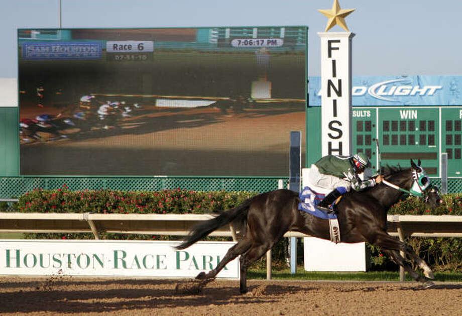 Sam Houston Race Park opens another season on Friday. Photo: Chronicle File Photo