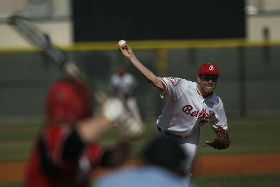 Bellaire starting pitcher Aaron Bach delivers during his win in the opener of the three-game series. Photo: Johnny Hanson, Chronicle