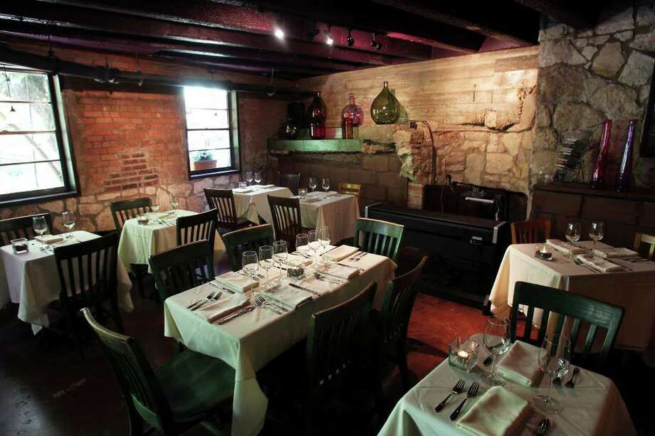 Bella On the River, 106 River Walk, 210-404-2355, will feature its regular menu, along with nightly specials Feb. 14-16 and yellow roses for women on Valentine's Day. Photo: TOM REEL, Tom Reel/Staff / © 2011 San Antonio Express-News