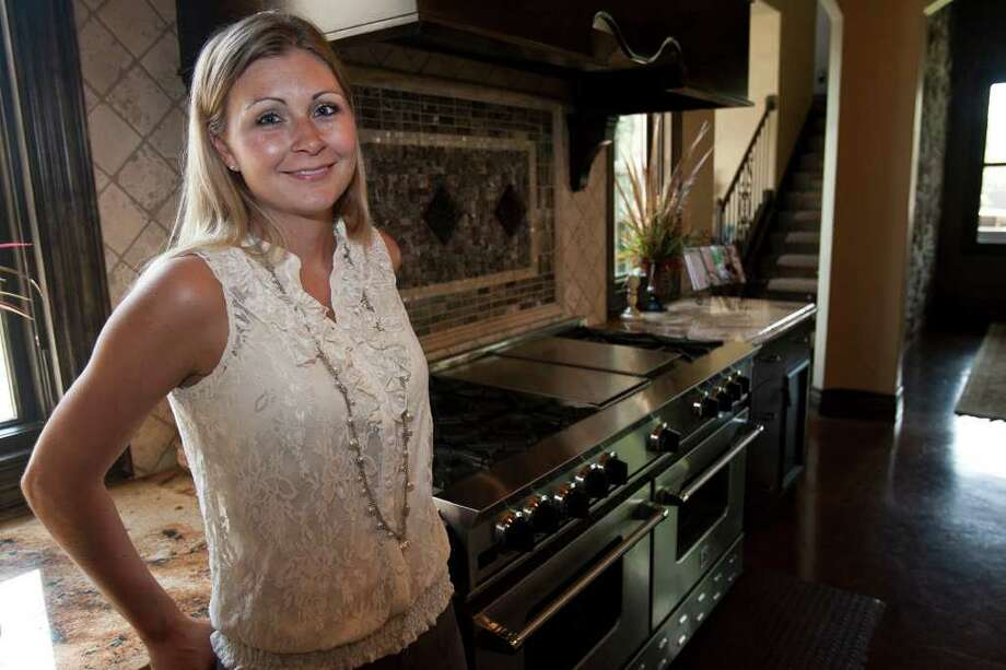 Carrie Combs' kitchen in the family's new home in Fair Oaks Ranch has made cooking a pleasure and now is shared by her husband and two children. Photo: SALLY FINNERAN, SALLY FINNERAN/sfinneran@express-news.net / sfinneran@express-news.net