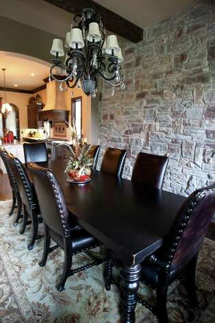 Carrie Combs dinning room looks into her kitchen at Stonecreek Ranch in Fair Oaks Ranch, Monday, July 18, 2011. Photo: SALLY FINNERAN, SALLY FINNERAN/sfinneran@express-news.net / sfinneran@express-news.net