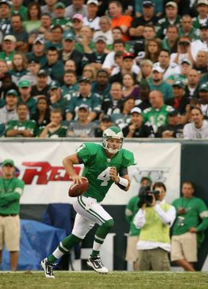 A concussion suffered by UH product Kevin Kolb has opened a quarterback controversy for the Eagles. Photo: Mike Ehrmann, Getty Images