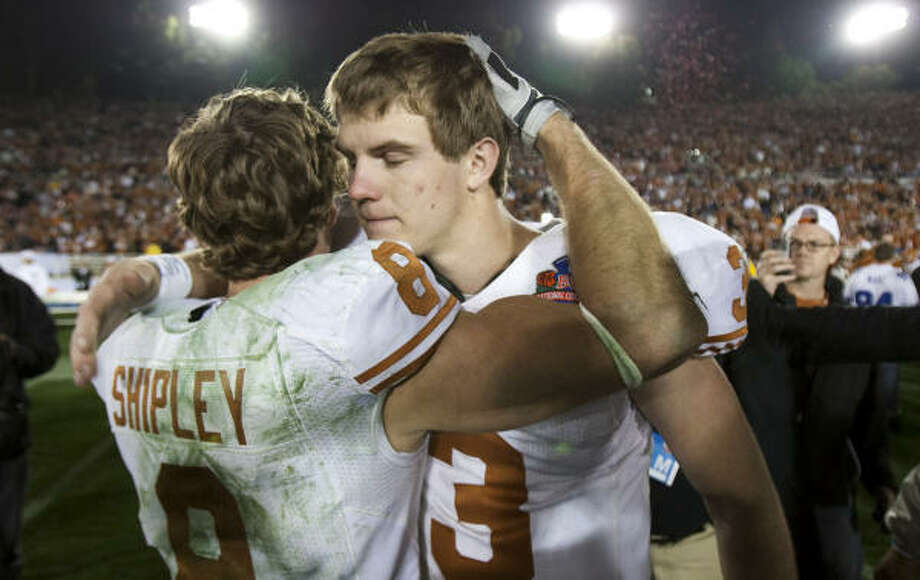 Texas quarterback Garrett Gilbert and receiver Jordan Shipley hooked up for two touchdowns in the loss. Photo: Smiley N. Pool, Chronicle