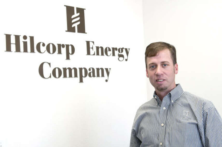 Kim Christensen : FOR THE CHRONICLE ALL UNDERSTAND THE FINANCIALS: Michael Schoch is Hilcorp Energy Co.'s director for environmental, health and safety issues. All full-time employees qualify for an annual bonus of up to 60 percent of their base pay if the company achieves its goals. Photo: Kim Christensen, For The Chronicle