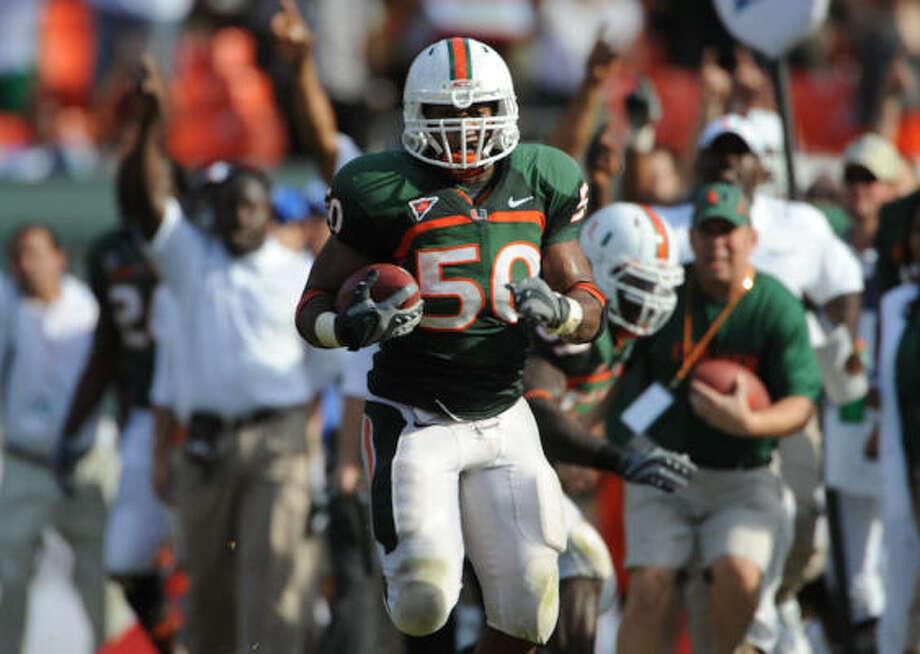 Miami (Fla.) linebacker Darryl Sharpton had 106 tackles last season. Photo: University Of Miami