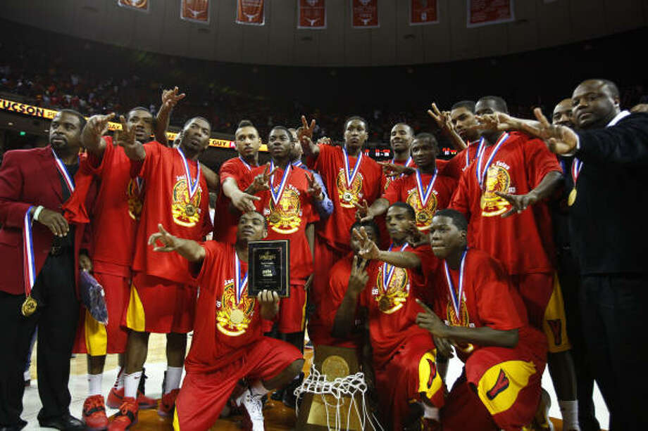 The Yates boys basketball team won its second consecutive Class 4A state championship in 2010. Photo: Michael Paulsen, Chronicle