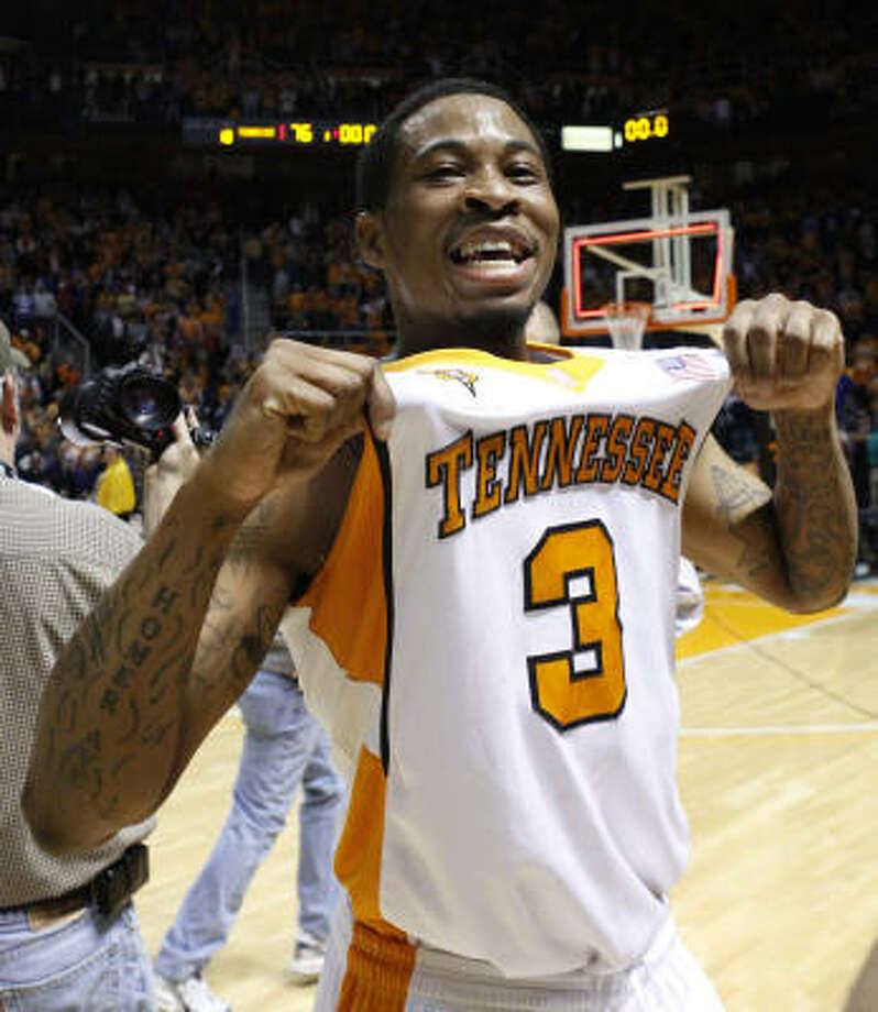 After former No. 1 Kansas lost at Tennessee, it was clear that UT (15-0) would make its debut as a top-ranked team. Photo: Lisa Norman-Hudson, AP
