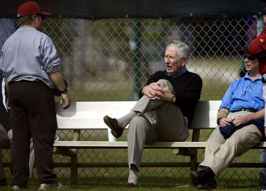 Drayton McLane, center, loves the challenge of making the Astros successful again, but he also loves the celebrity. Photo: Julio Cortez, Chronicle