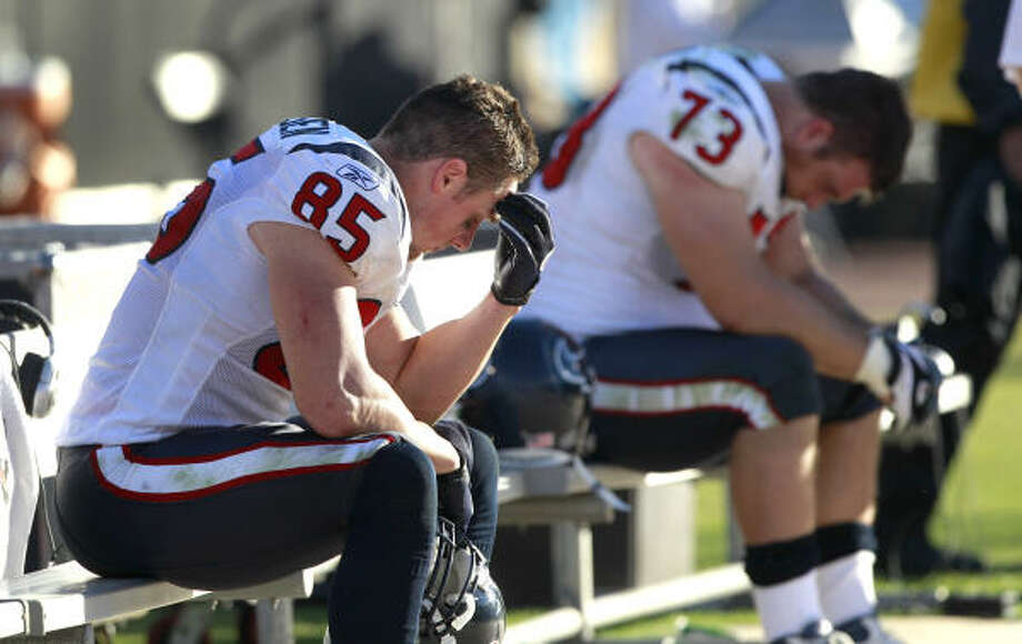 Joel Dreessen (85) and Eric Winston's moods reflect how the Texans feel. Photo: Brett Coomer, Chronicle