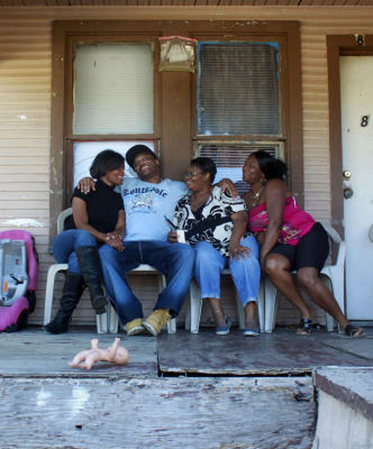 Anthony Graves joins sister Demetria Williams, left, mother Doris Curry and sister Dietrich Lewis in Brenham on Saturday for his first family barbecue in 18 years.