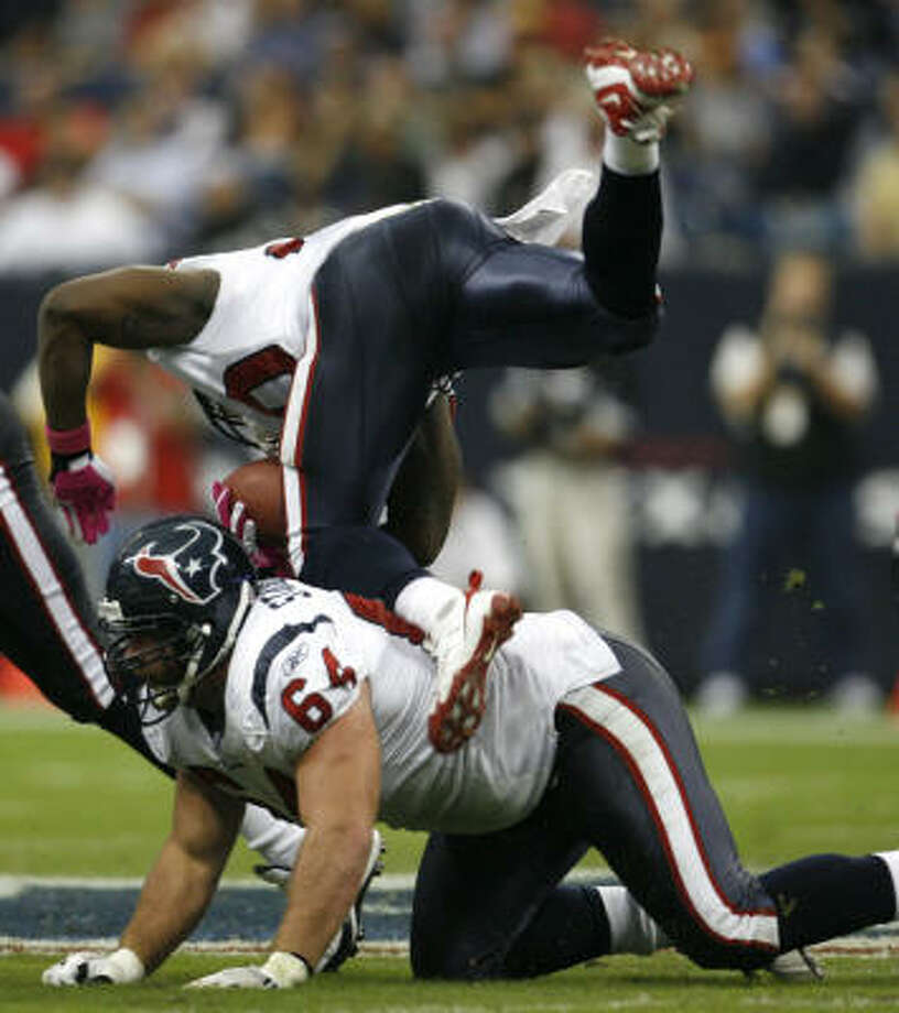 Steve Slaton's sophomore slump contributed to the struggles of the Texans' rushing attack. Photo: Karen Warren, Chronicle