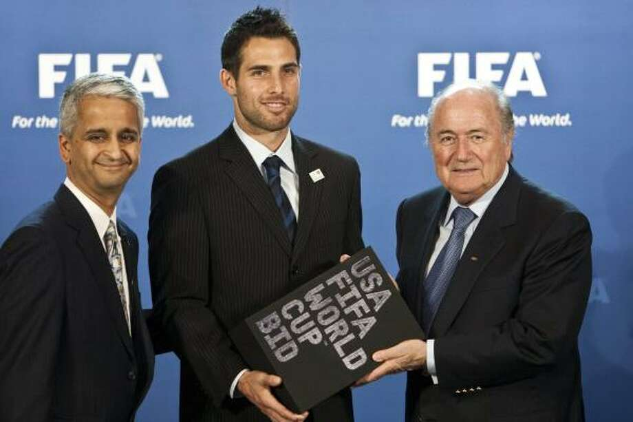 The U.S. delegation included national team captain Carlos Bocanegra, center, while submitting a bid for the 2018 or 2022 World Cups. Photo: Ennio Leanza, AP