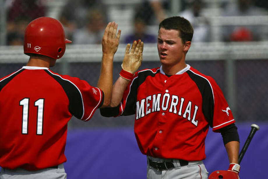 Memorial's Harris Rome, right, is congratulated by Nick Glanzman after Rome crossed home plate for the first score of the first inning. Photo: Michael Paulsen, Chronicle