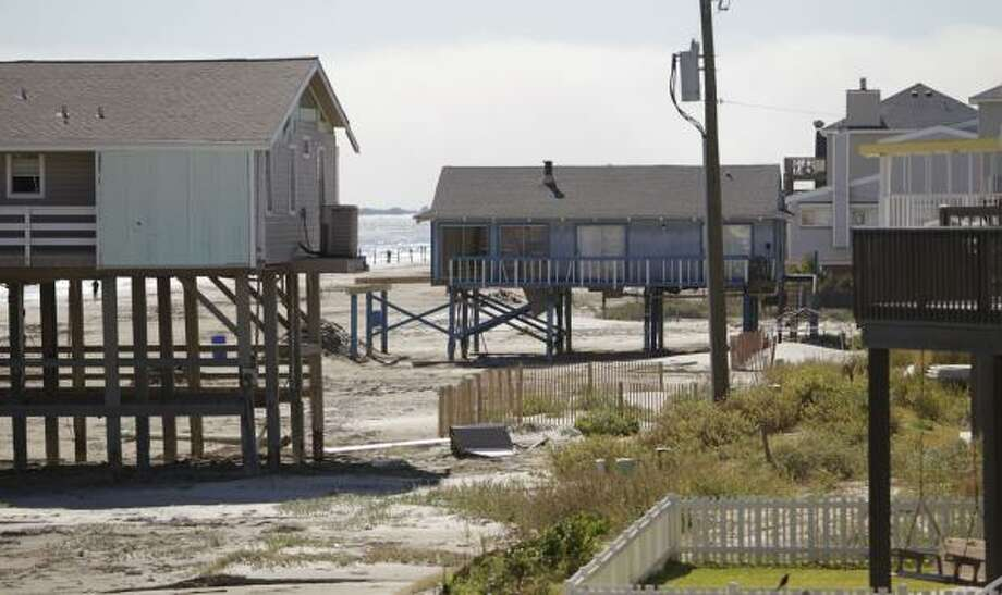 The home at left on west Galveston Island is one of four owned by Carol Severance, who sued the Texas land commissioner over a resanding project and has since sold two of her houses under FEMA's hazard mitigation acquisition program. Photo: Julio Cortez, Chronicle